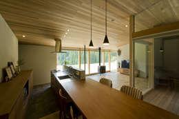 鮎立の家: 浦瀬建築設計事務所が手掛けたダイニングです。