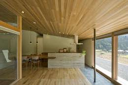鮎立の家: 浦瀬建築設計事務所が手掛けたキッチンです。