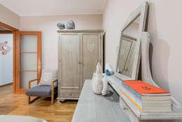 camera da letto: Camera da letto in stile in stile Classico di Angelo De Leo Photographer