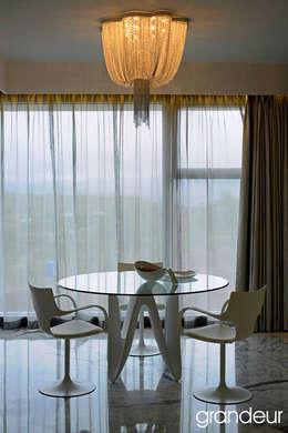 Villas: modern Dining room by Grandeur Interiors