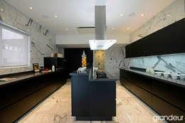 Villas: modern Kitchen by Grandeur Interiors