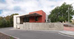 Casas de estilo moderno por Irabé Projectes