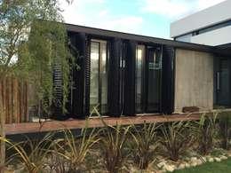 Ventanas de estilo  por Development Architectural group