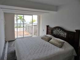 Apartamento de Playa: Cuartos de estilo minimalista por RRA Arquitectura