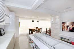 Apartamento Tatuapé - SP: Salas de estar minimalistas por Antonio Armando Arquitetura & Design