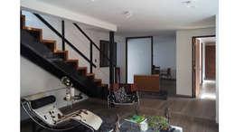 CASA CU: Escaleras de estilo  por NEF Arq.
