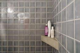 Apartamento Bica: Casas de banho minimalistas por Miguel Marcelino, Arq. Lda.