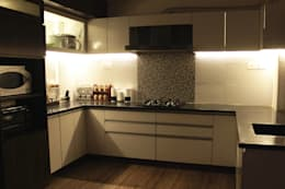 Kitchen: modern Kitchen by Soul Ziv Architecture