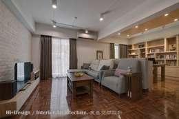 開放客廳與書房:  客廳 by Hi+Design/Interior.Architecture. 寰邑空間設計
