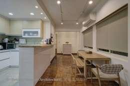 開放餐廳與廚房:  餐廳 by Hi+Design/Interior.Architecture. 寰邑空間設計