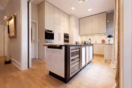Cocinas de estilo clásico por WEINKATH GmbH