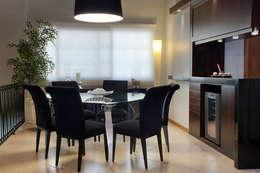 Projekty,  Jadalnia zaprojektowane przez Ana Maria Dickow                                           Arquitetura & Interiores