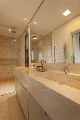 Ванные комнаты в . Автор – Del Nero Da Fonte Arquitetura