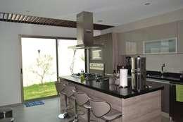 Nhà bếp by ANTARA DISEÑO Y CONSTRUCCIÓN SA DE CV