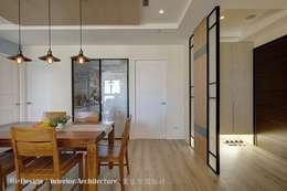 餐廳與玄關:  餐廳 by Hi+Design/Interior.Architecture. 寰邑空間設計