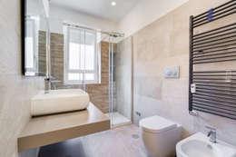 Farnesina   minimal design: Bagno in stile in stile Minimalista di EF_Archidesign