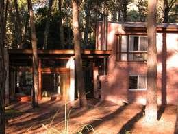 Casas de estilo rústico por LLACAY arquitectos
