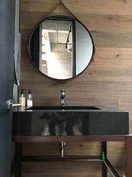 Baño social: Baños de estilo industrial por Ecologik