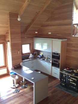 Casa Estudio Spinelli: Cocinas de estilo moderno por Dušan Marinković - Arquitectura