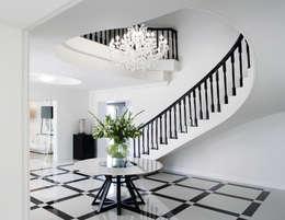 Sandhurst home:  Corridor, hallway & stairs  by Casarredo