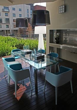 Melrose Arch apartment:  Garden  by Casarredo