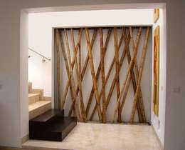 Ingresso, Corridoio & Scale in stile in stile Mediterraneo di 360arquitectura