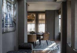 Projekty,  Korytarz, przedpokój zaprojektowane przez Roselind Wilson Design