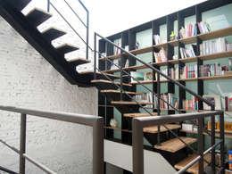Corridor & hallway by 構築設計