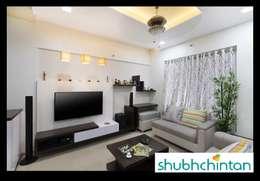 2bhk flat : modern Living room by shubhchintan