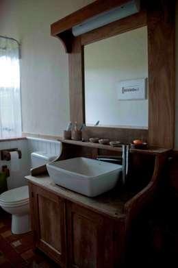 Fazenda Palmares - Ampliação: Banheiros campestres por CABRAL Arquitetos