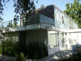 Casa Joullié: Terrazas  de estilo  por Claudia Tidy Arquitectura