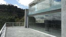 Terraza posterior: Terrazas de estilo  por MARATEA Estudio