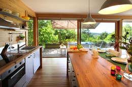RUSTICASA | Casa do Brezo | Paredes de Coura: Armários de cozinha  por Rusticasa