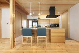 リビング3: 八木建設株式会社が手掛けたリビングルームです。