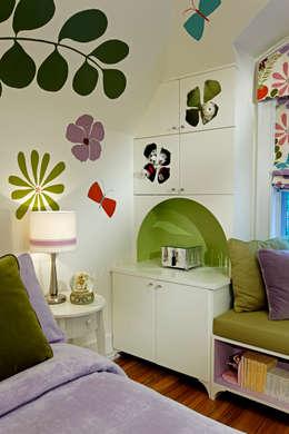 Girls Bedroom Storage: modern Bedroom by Douglas Design Studio