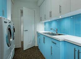 Laundry Room: modern Garage/shed by Douglas Design Studio