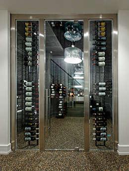 Modern Wine Cellar: modern Wine cellar by Douglas Design Studio