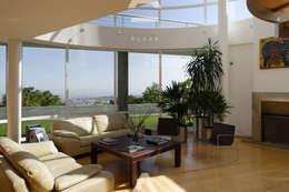 Teocalli: Salas de estilo moderno por Álzar
