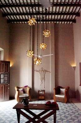 Sala: Salas de estilo ecléctico por Quinto Distrito Arquitectura