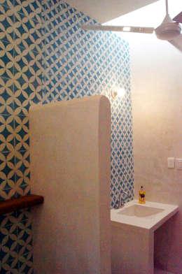 Baño de Recámara: Baños de estilo  por Quinto Distrito Arquitectura
