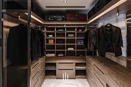 Closets de estilo moderno por 山巷室內設計