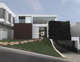 Fachada frontal: Casas modernas por ILHA ARQUITETURA