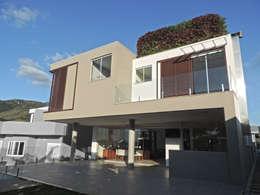 Fachada Posterior: Casas modernas por ILHA ARQUITETURA