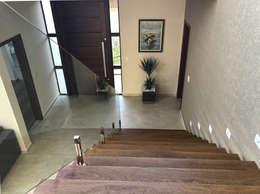 Hall de entrada: Corredores, halls e escadas modernos por ILHA ARQUITETURA
