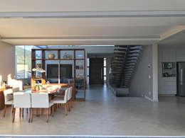 Integração de salas: Salas de estar modernas por ILHA ARQUITETURA