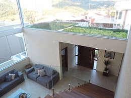Hall de acesso: Corredores, halls e escadas modernos por ILHA ARQUITETURA