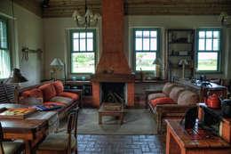 Fazenda Palmares - Ampliação: Salas de estar campestres por CABRAL Arquitetos