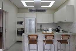 Cozinha: Cozinhas modernas por Arquiteta Bianca Monteiro
