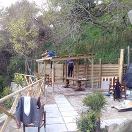 Jardines de estilo mediterraneo por ONLYWOOD