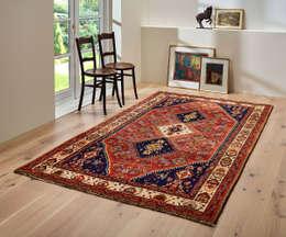 Traditioneller Orientteppich kombiniert mit modernem Wohnstil:  Wände & Boden von Nain Trading GmbH